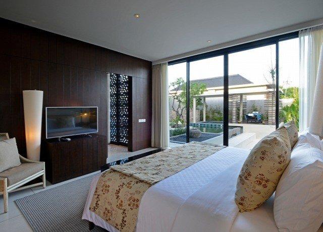 property Bedroom condominium home Suite living room cottage Villa