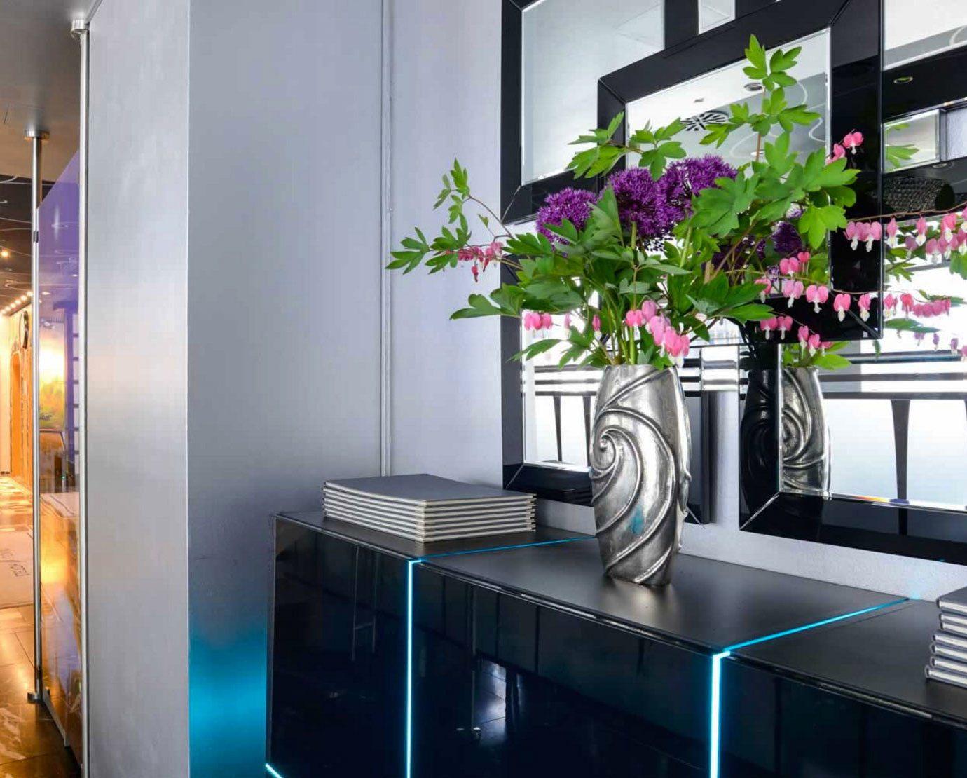 Lobby condominium Boutique dining table