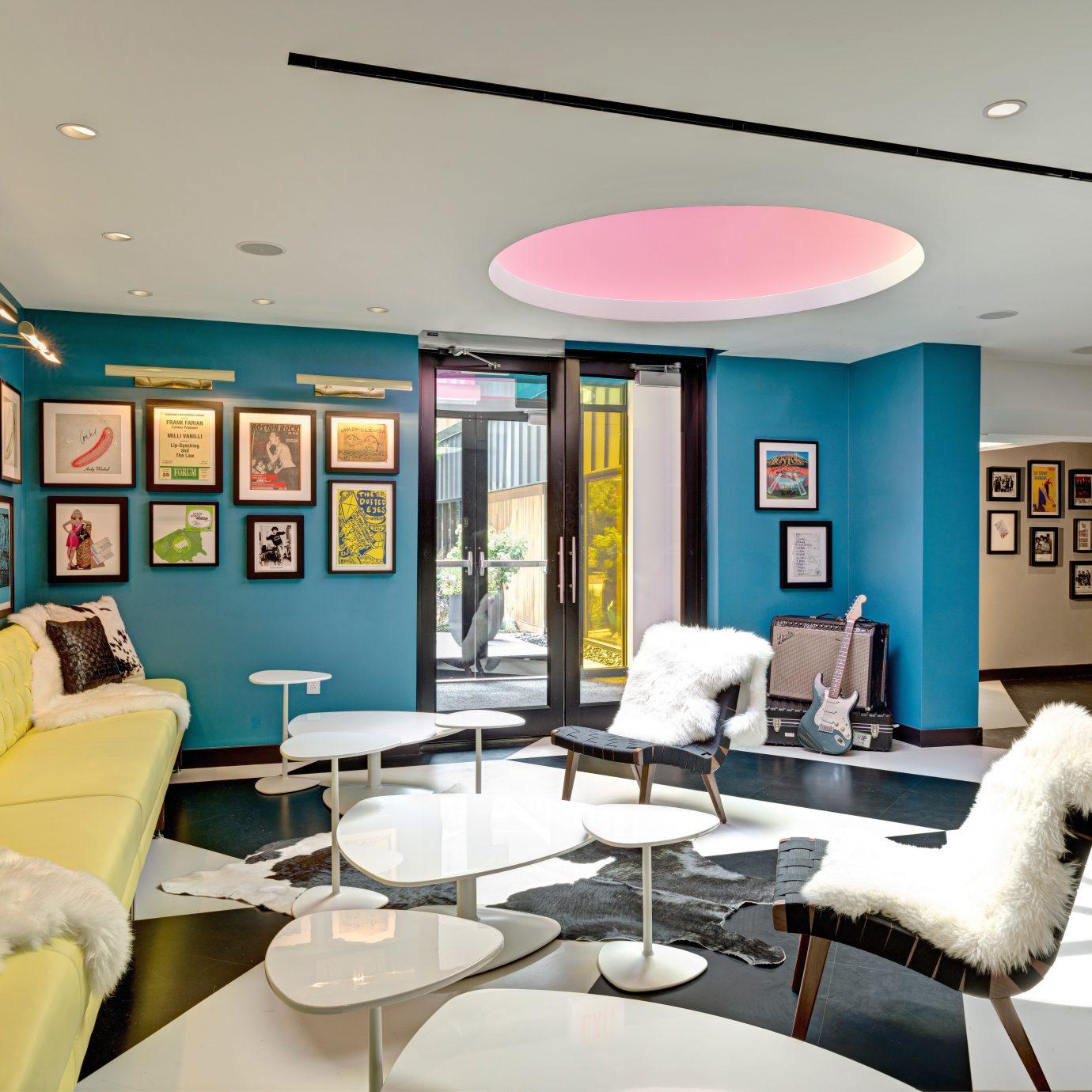 Budget City Hip Lounge property living room chair home condominium Modern