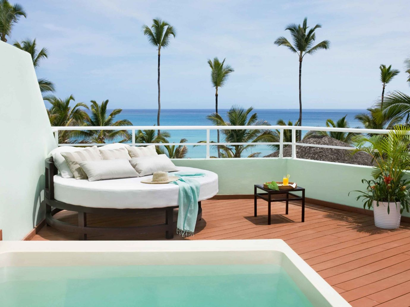 All-Inclusive Resorts Beachfront Hip Hot tub Hot tub/Jacuzzi Hotels Luxury Modern News Patio Romance Trip Ideas sky swimming pool property Villa Resort caribbean leisure vacation estate condominium real estate home cottage apartment furniture