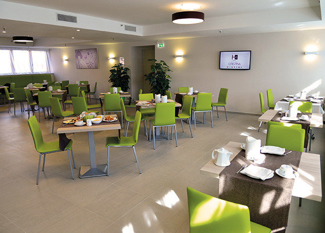 conference hall function hall restaurant green cafeteria classroom convention center waiting room leather
