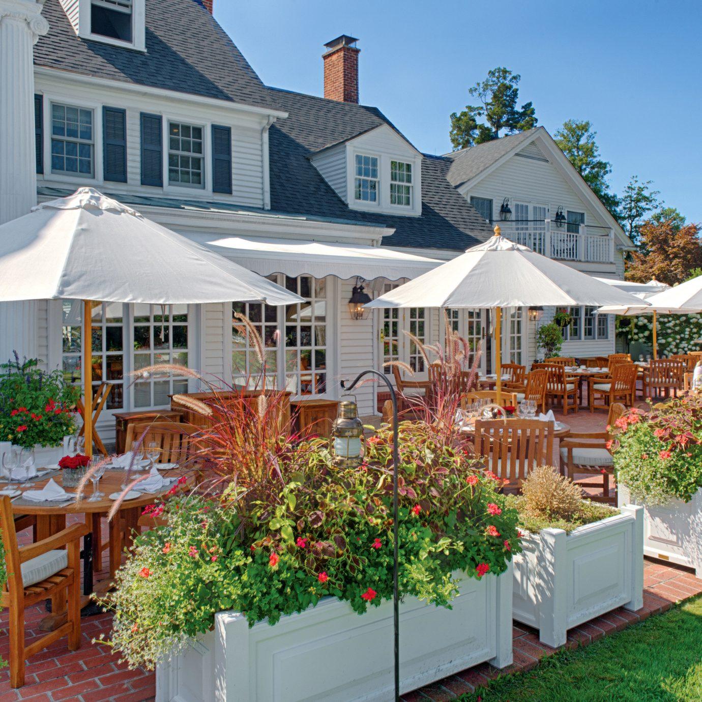 Classic Deck Dining Elegant Historic Inn building grass property house backyard home lawn Garden cottage Resort outdoor structure yard set