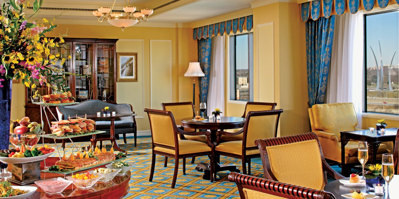 Classic Dining Drink Eat Elegant Lounge property living room home Resort Suite restaurant arranged
