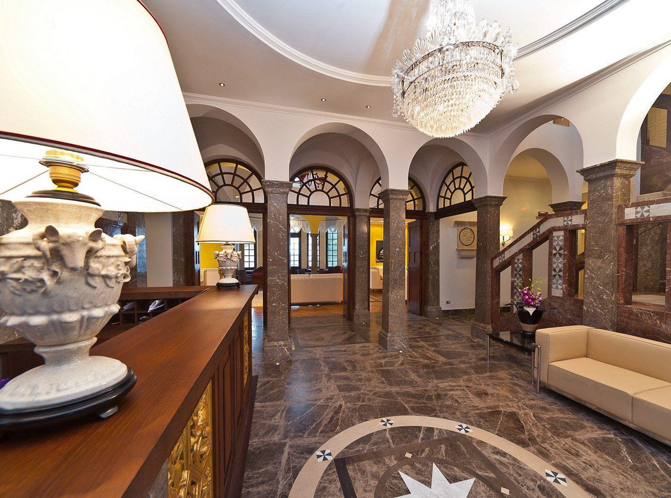 Classic Lobby mansion Resort restaurant colonnade