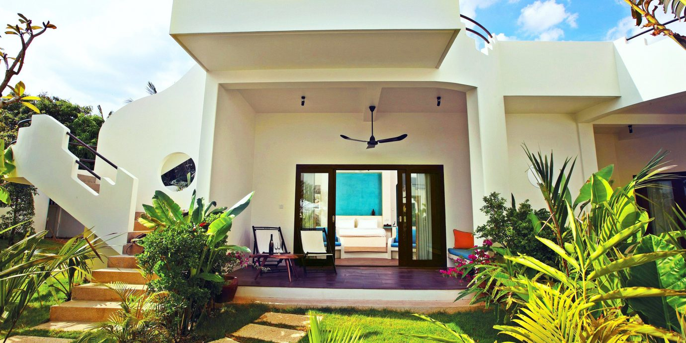 Grounds Luxury Modern Patio Resort plant property home house building condominium Villa mansion residential area Courtyard hacienda cottage backyard