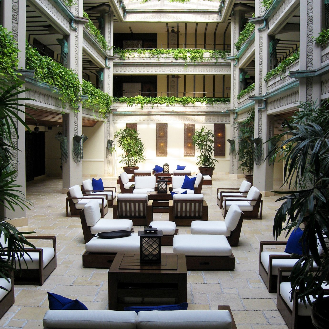Courtyard Lobby Lounge condominium property building home mansion Resort living room Villa outdoor structure porch