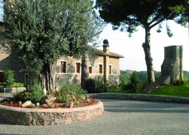 tree plant property building mansion Villa home hacienda Courtyard