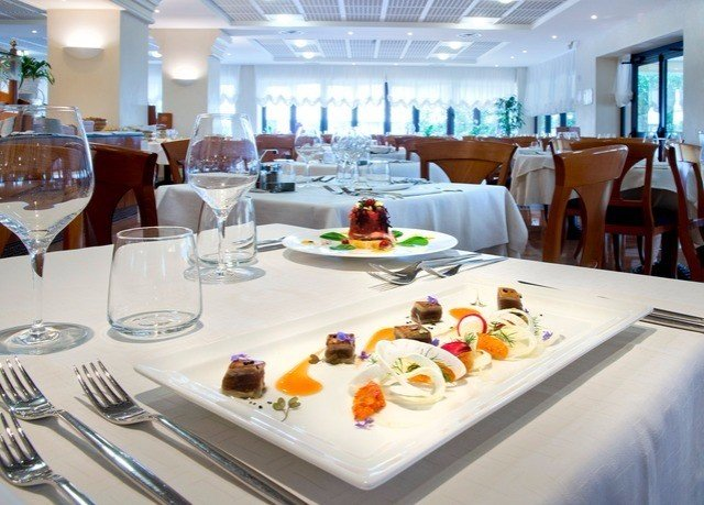 food plate restaurant brunch buffet lunch breakfast function hall Dining banquet yacht dining table