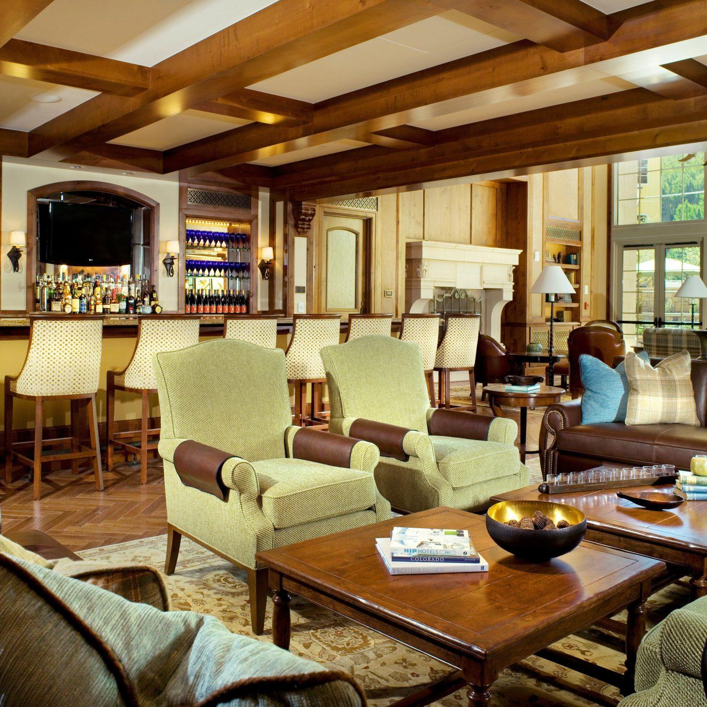 Drink Monuments Resort property living room Lobby home recreation room condominium restaurant Dining