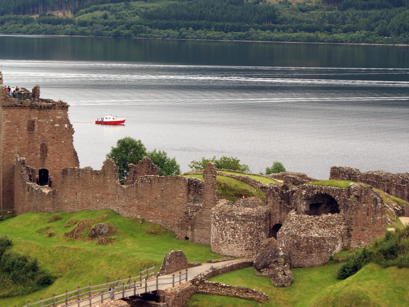 Landmarks Offbeat grass outdoor rock loch highland fortification reservoir Nature mountain sky stone castle building tree landscape Coast Lake water River bank old cliff