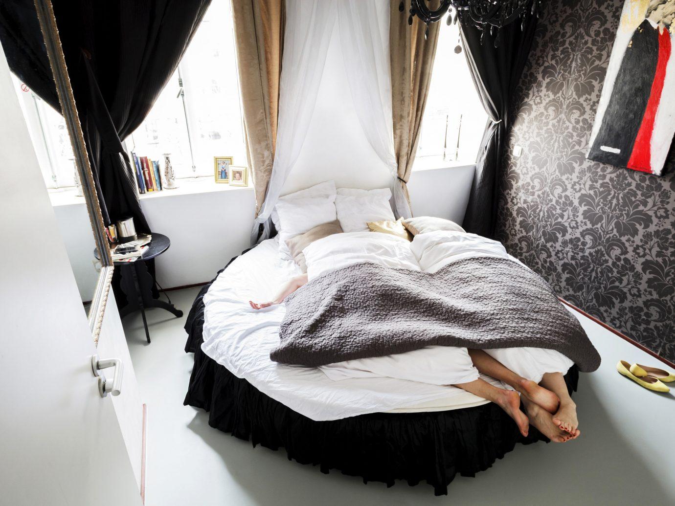 Budget indoor white black room dress interior design furniture