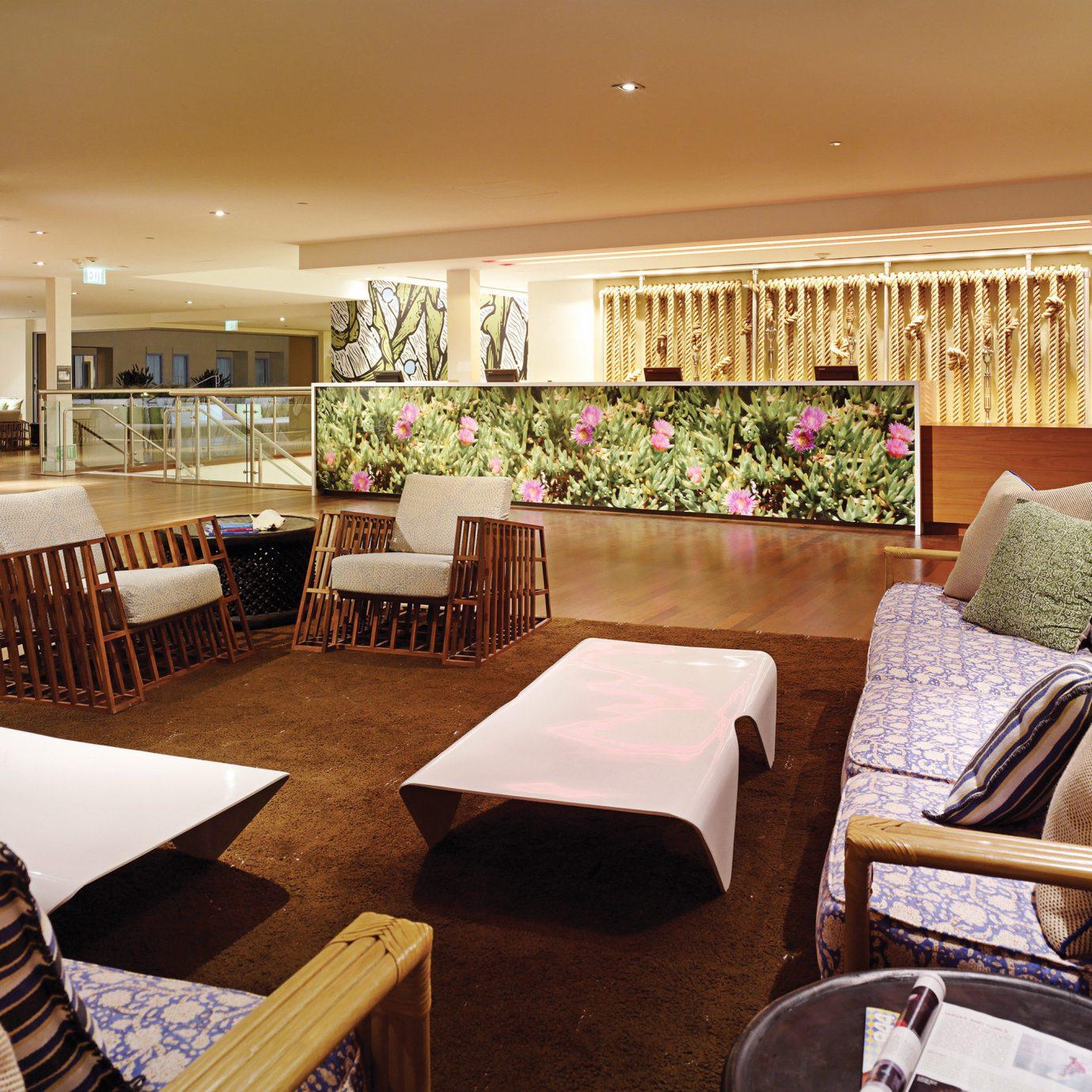 Hip Lobby Lounge property living room home condominium restaurant Suite
