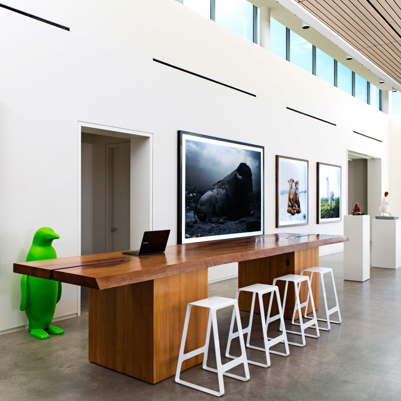 Hip Lounge Luxury Modern office
