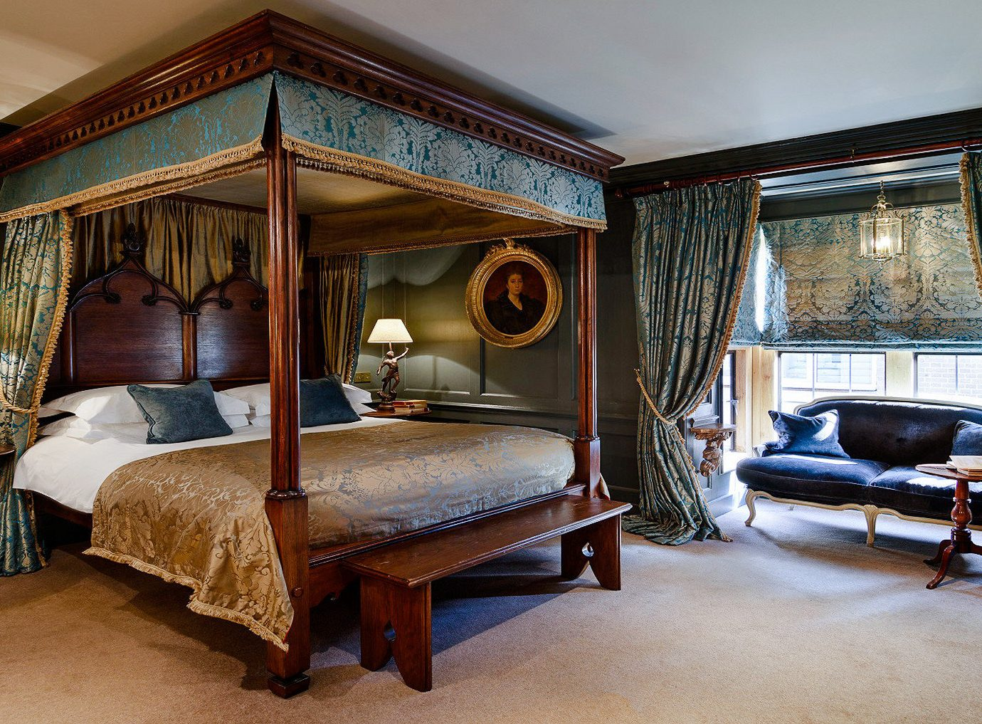Boutique Hotels London Romantic Hotels indoor floor room interior design Bedroom estate ceiling Suite furniture real estate window bed house window treatment four poster