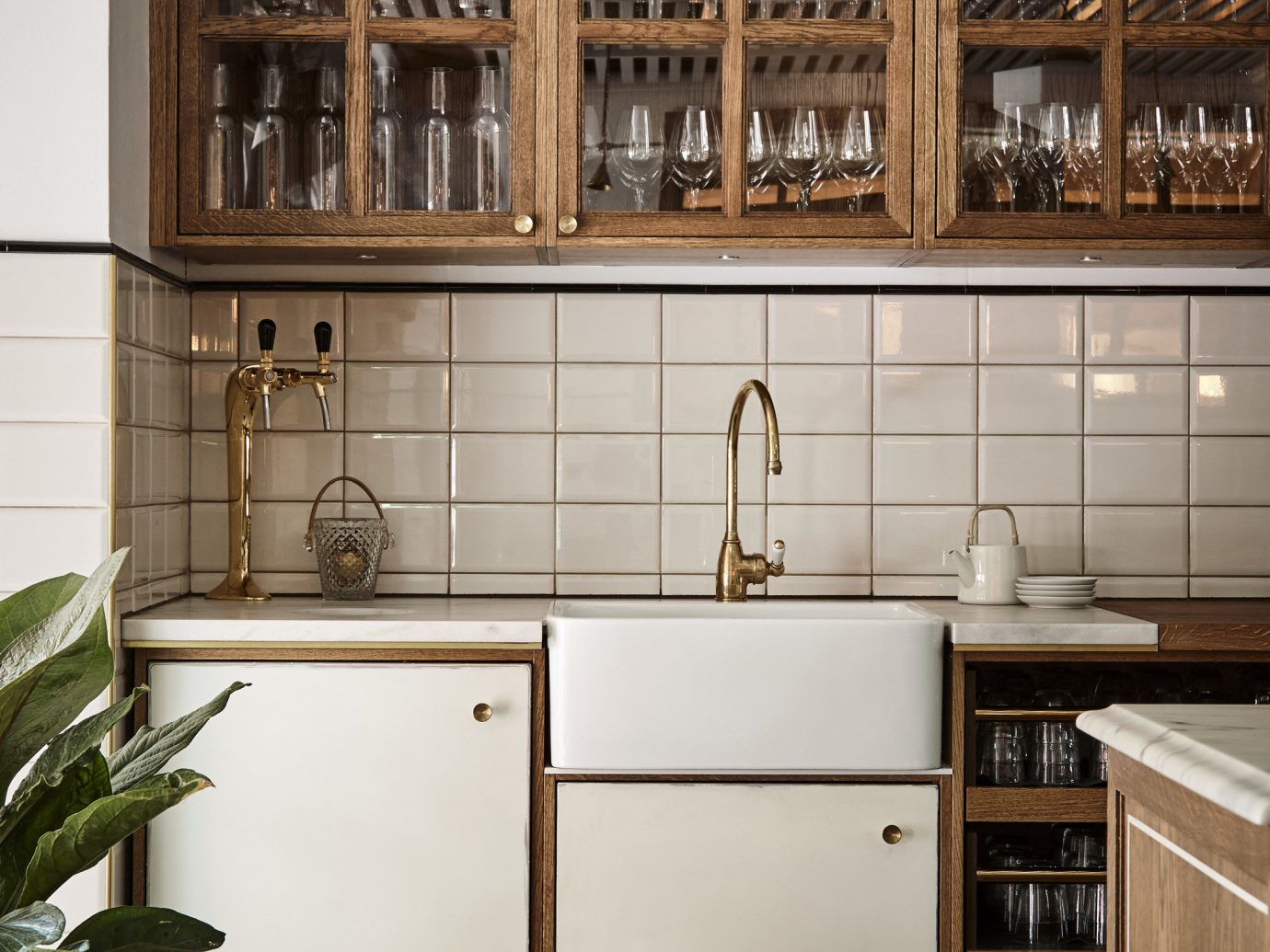 countertop cabinetry Kitchen shelf cuisine classique flooring shelving