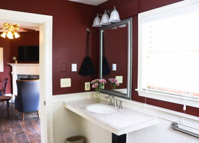property Kitchen home cottage countertop sink Suite