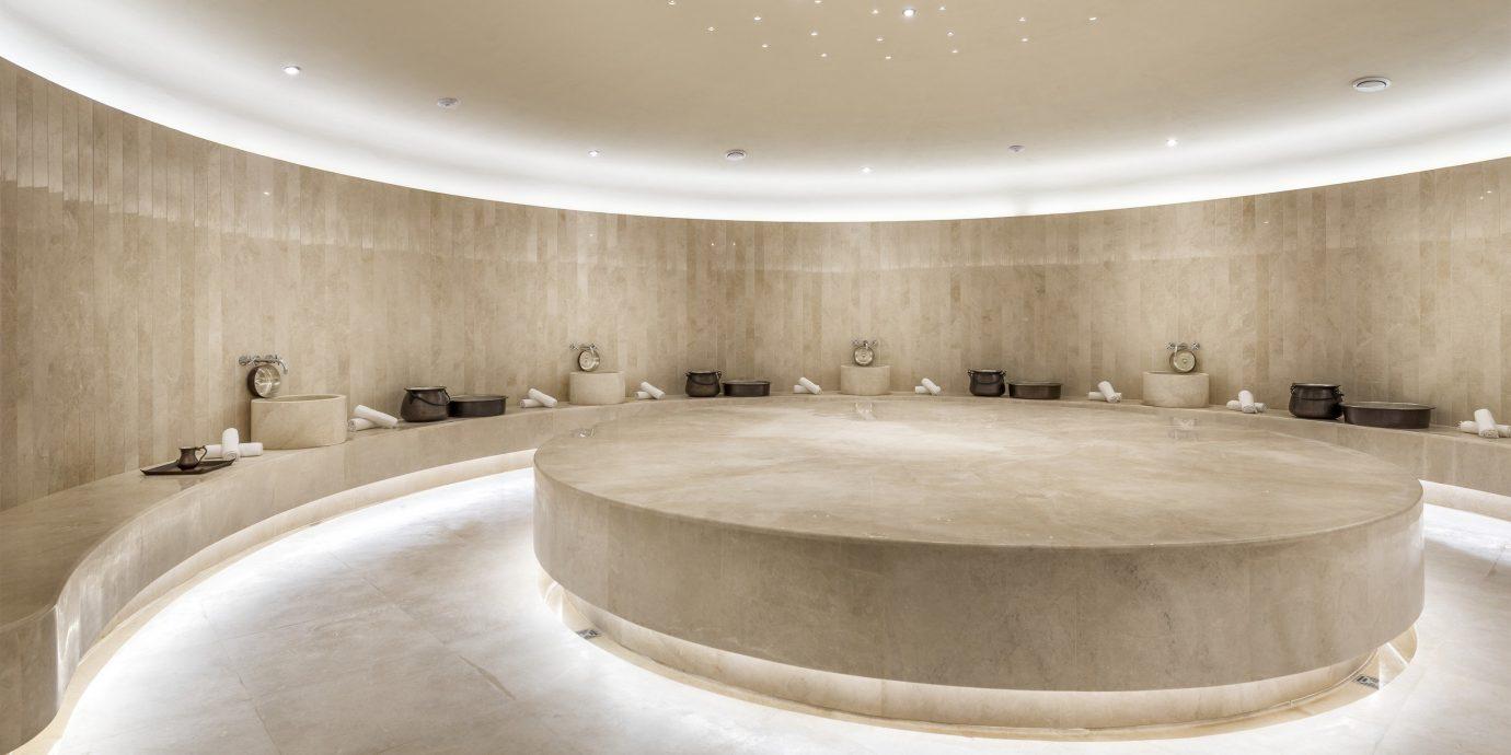 swimming pool bathtub daylighting jacuzzi Lobby