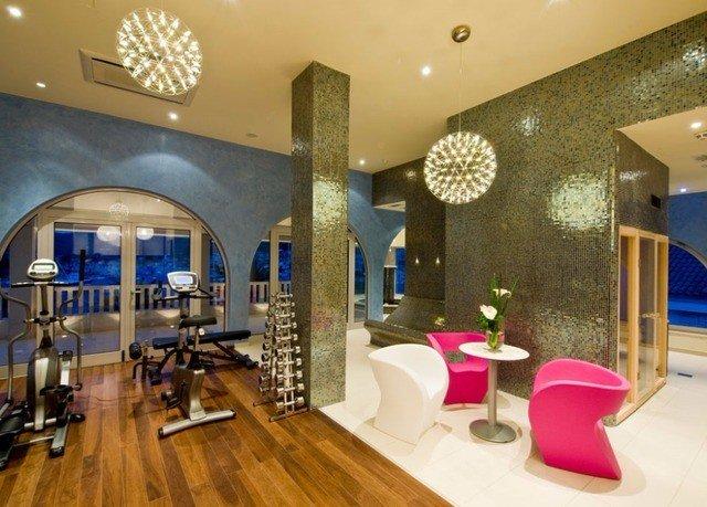 Lobby property living room Resort mansion restaurant condominium function hall hard