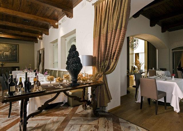 property home restaurant living room Lobby Villa mansion cottage farmhouse