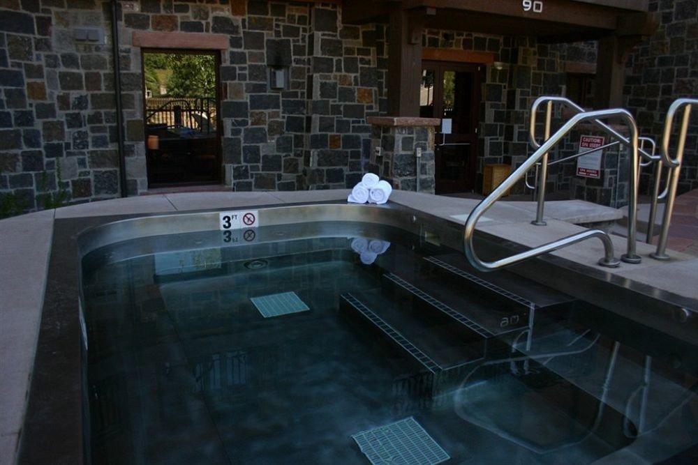 Lodge swimming pool screenshot mansion
