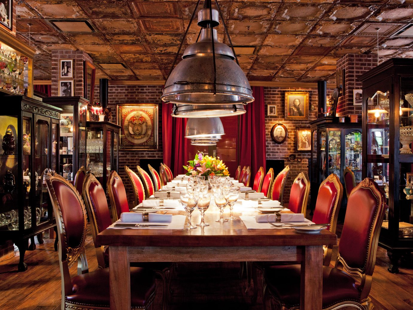 Cultural Dining Drink Elegant Historic Hotels Luxury Romance table building indoor restaurant Bar tavern meal several dining room