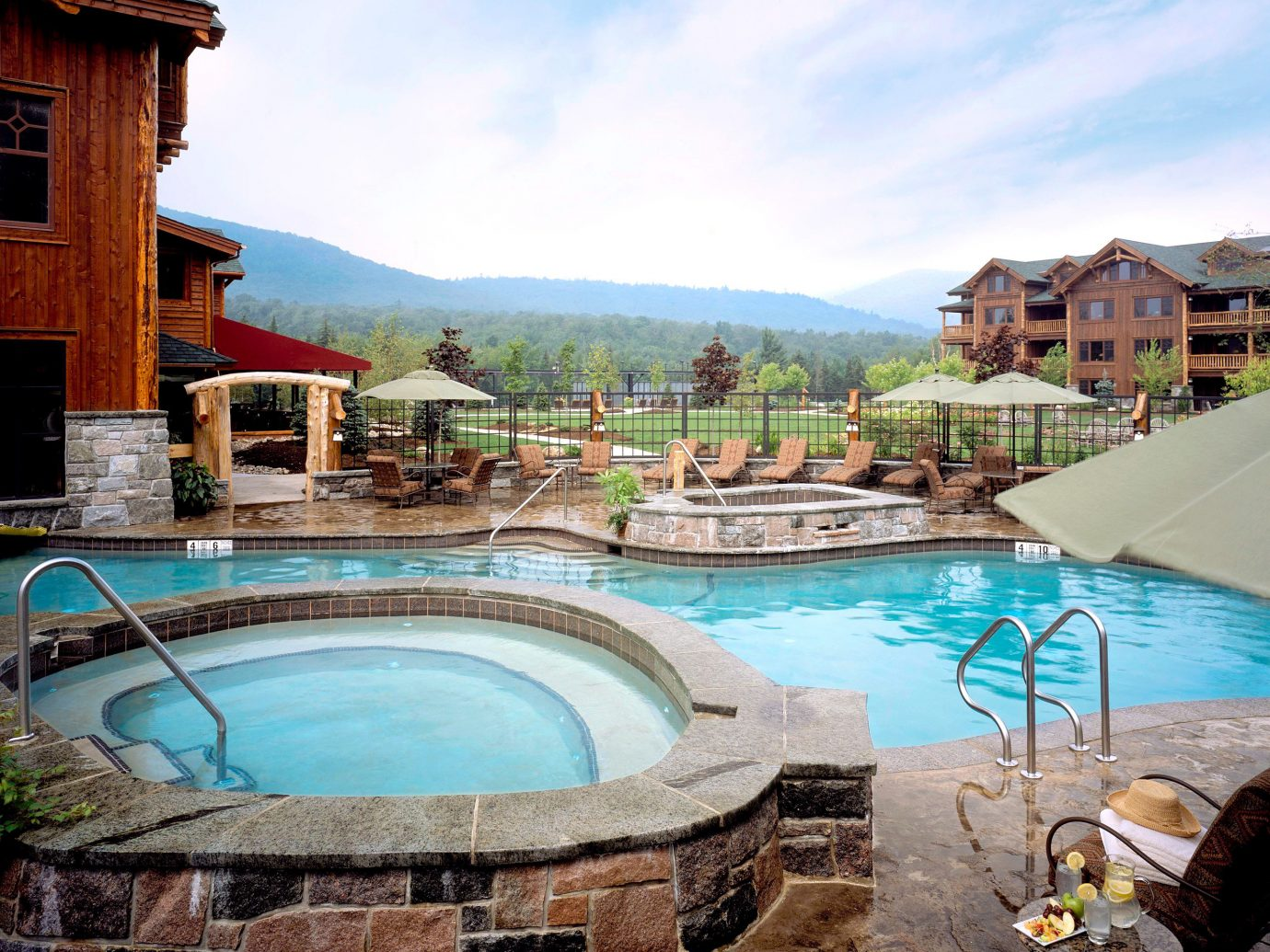 Hot tub/Jacuzzi Hotels Lodge Luxury New York Pool Romantic Romantic Hotels building sky outdoor swimming pool property leisure estate Resort vacation Villa backyard resort town real estate mansion hacienda swimming
