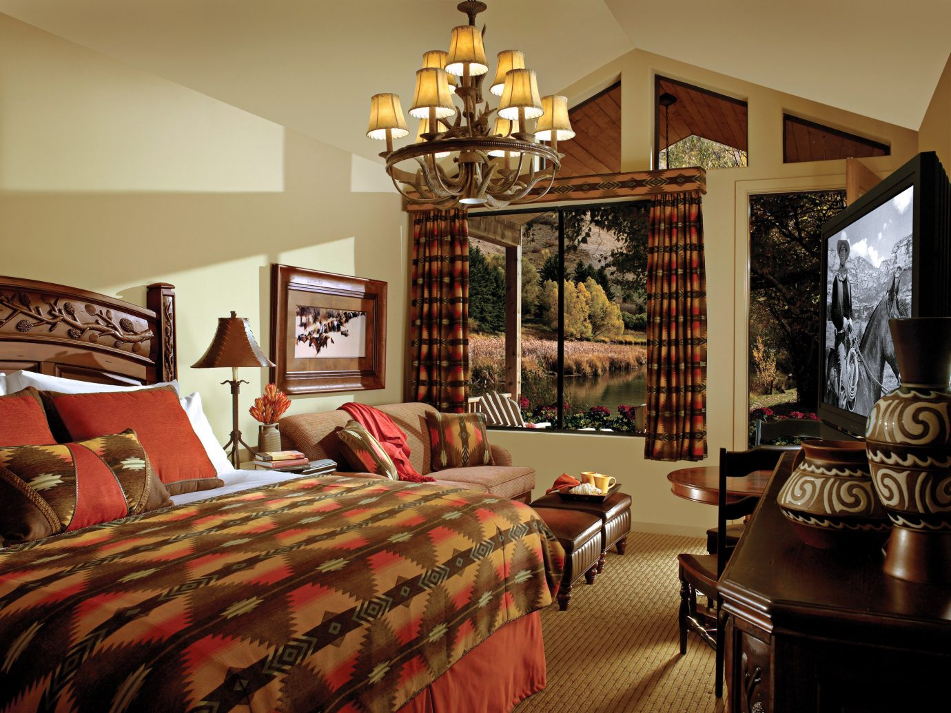 Bedroom Budget Country Family Hotels Lodge Rustic wall indoor room property ceiling estate living room home interior design cottage furniture dining room several