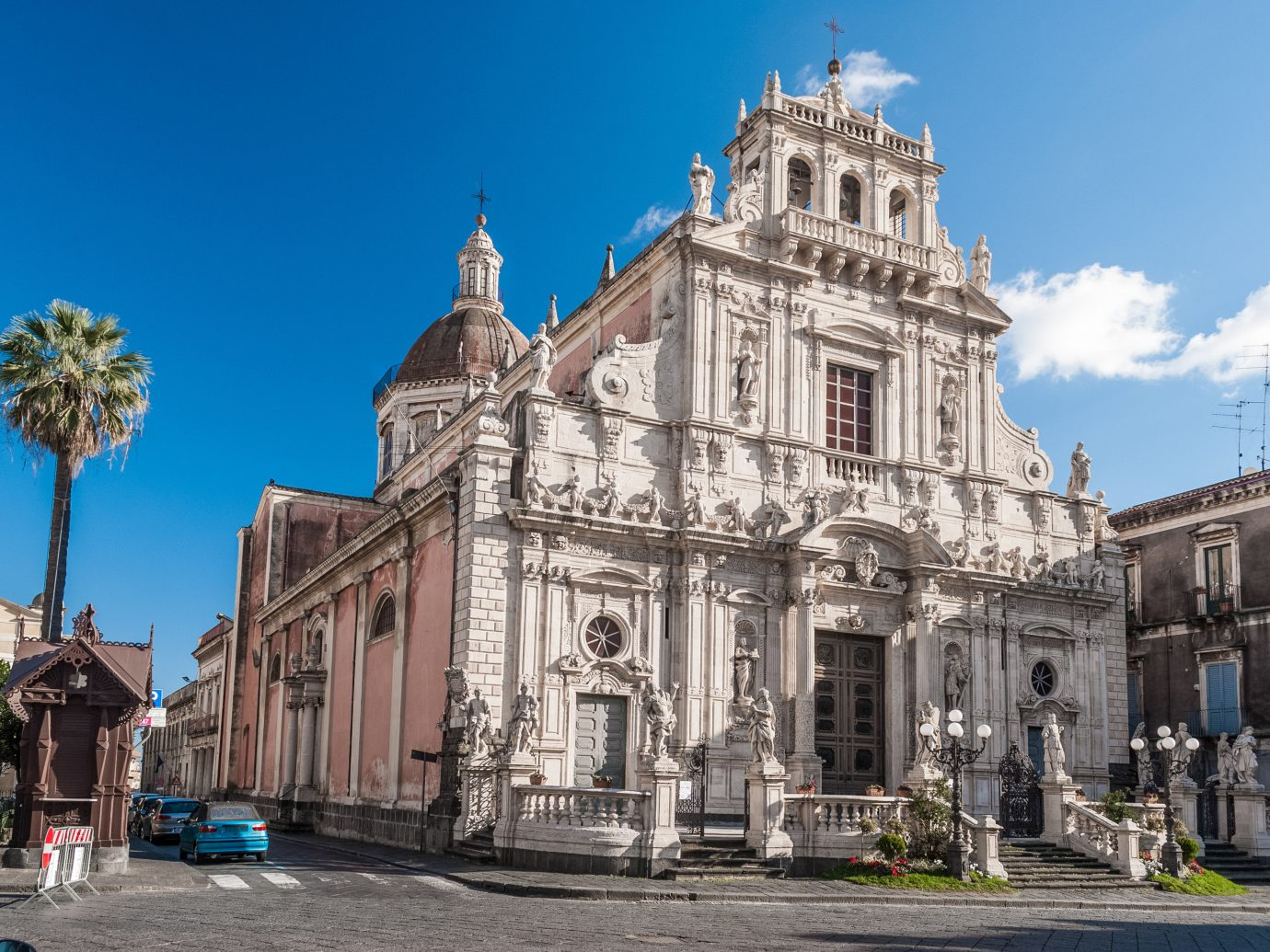 Trip Ideas building outdoor sky classical architecture landmark metropolitan area Church basilica place of worship cathedral Town historic site medieval architecture town square byzantine architecture parish plaza metropolis City facade old tourism tourist attraction palace Downtown tours estate ancient rome ancient history abbey stone government building square