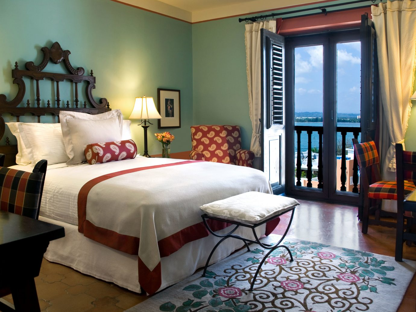 Bedroom Classic Historic Hotels Jetsetter Guides Luxury Romantic Suite indoor wall room floor sofa Living table property window living room estate home interior design hotel cottage real estate furniture bed sheet Villa bed decorated area