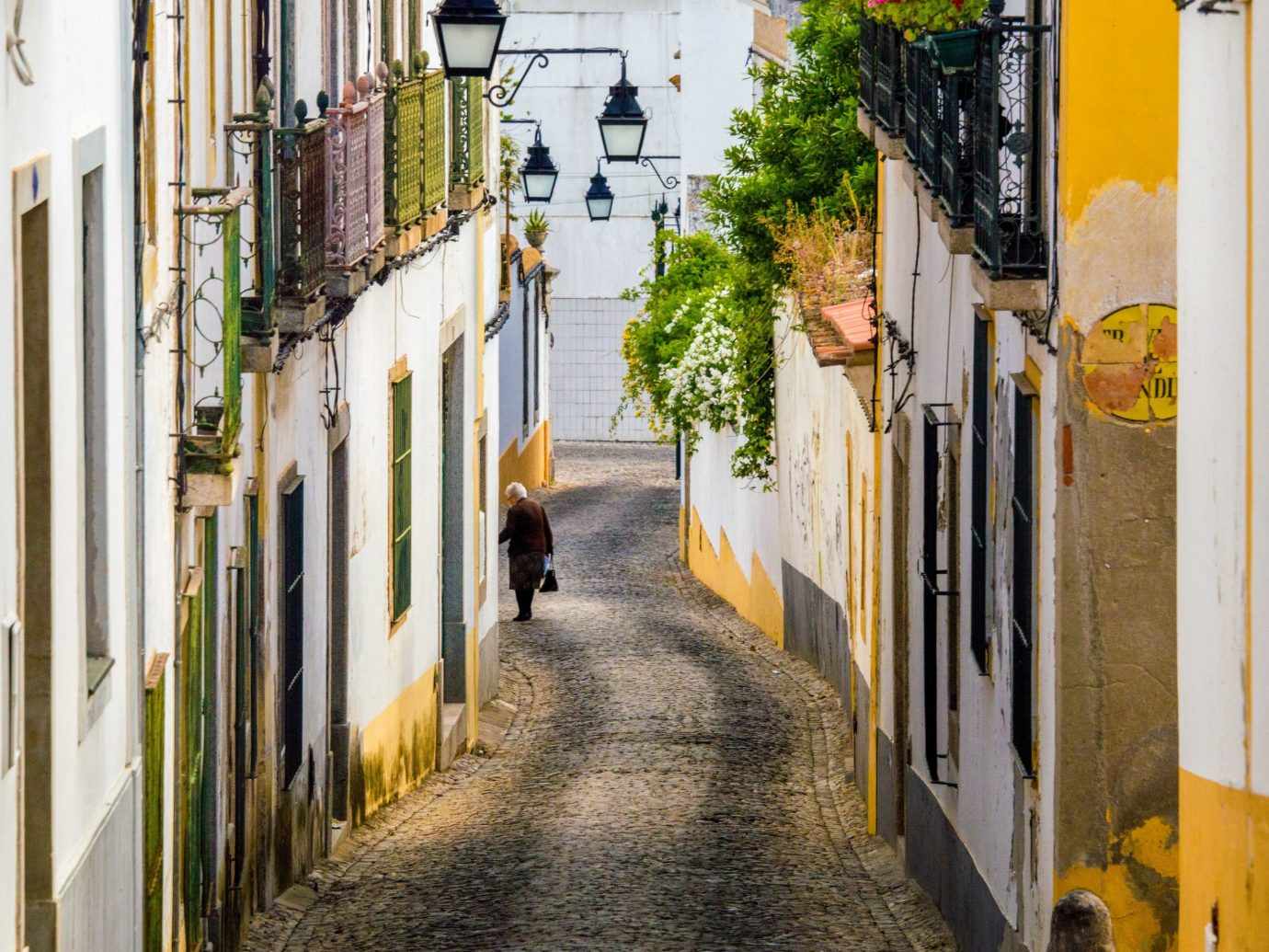 way sidewalk yellow Town road street alley outdoor infrastructure neighbourhood scene house City window facade tree lane