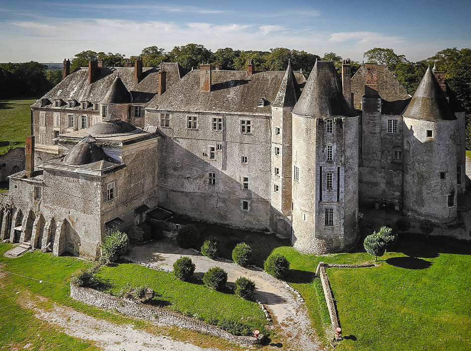 Budget grass building castle outdoor stone Ruins historic site fortification old château archaeological site wall ancient history monastery estate moat middle ages Village abbey cement