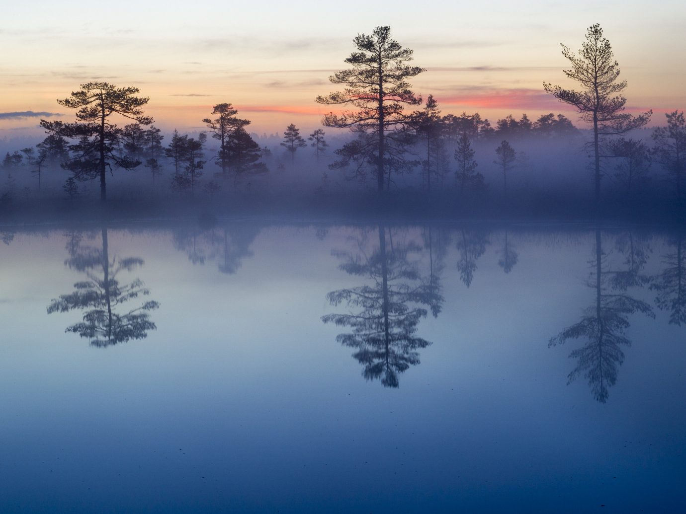 Hotels Offbeat Trip Ideas tree sky outdoor water Sunset reflection Nature atmospheric phenomenon Sun pond sunrise dawn mist weather atmosphere morning Lake Winter Fog cloud season evening dusk branch setting frost freezing sunlight clouds surrounded
