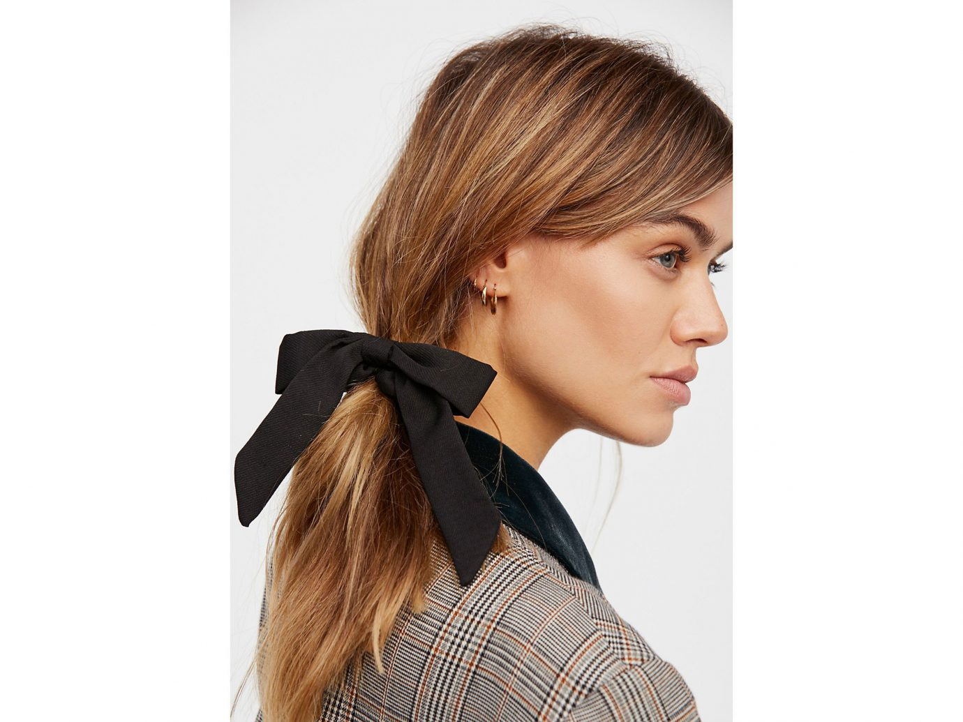 City NYC Style + Design Travel Shop person woman hair hairstyle Beauty chin ear wearing forehead neck long hair brown hair hair coloring hair tie lady layered hair posing