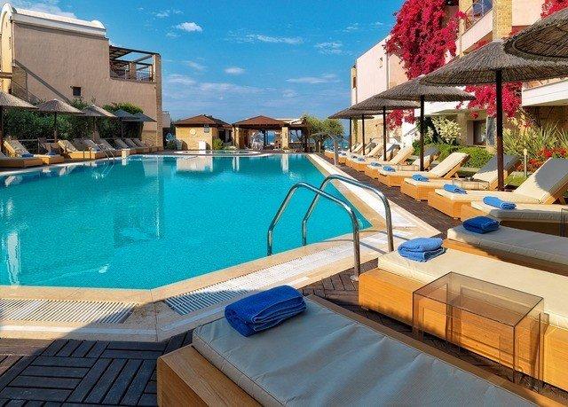 swimming pool property leisure Resort Villa backyard condominium