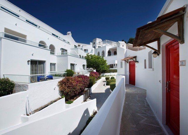 sky building property house Villa home residential area condominium cottage Resort mansion hacienda