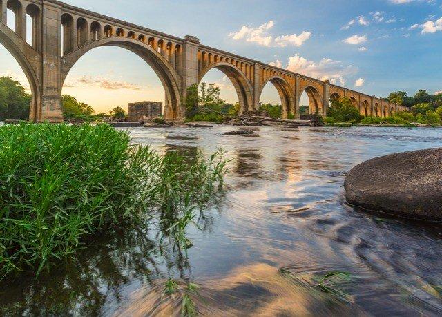sky water building River bridge arch bridge waterway nonbuilding structure arch traveling