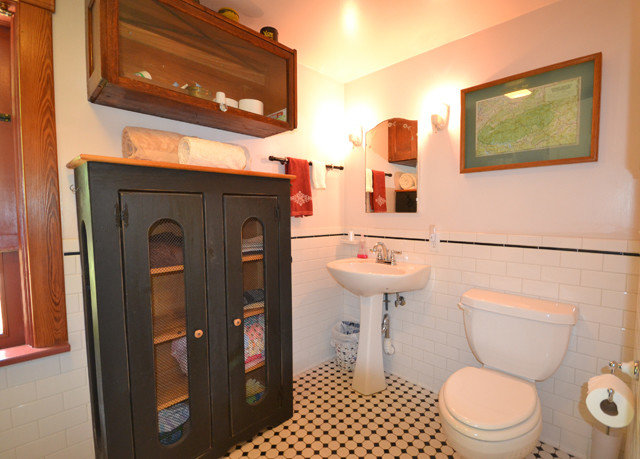 bathroom toilet property home sink cottage Suite