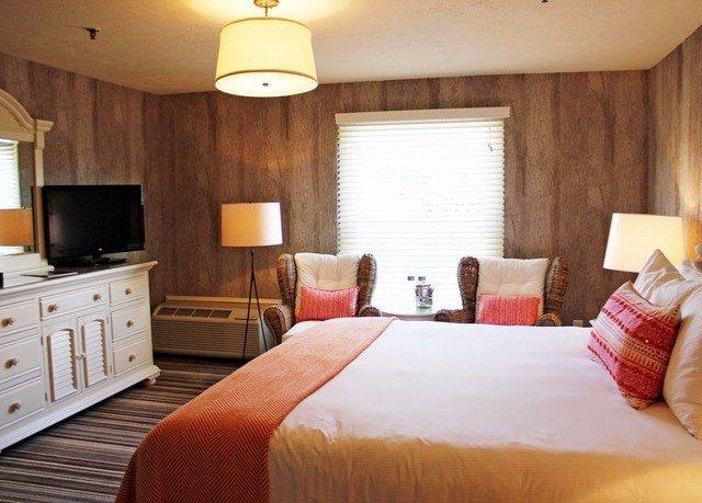 Weekend Getaways bed indoor wall hotel room Bedroom ceiling floor property Suite cottage estate real estate lamp wood flat
