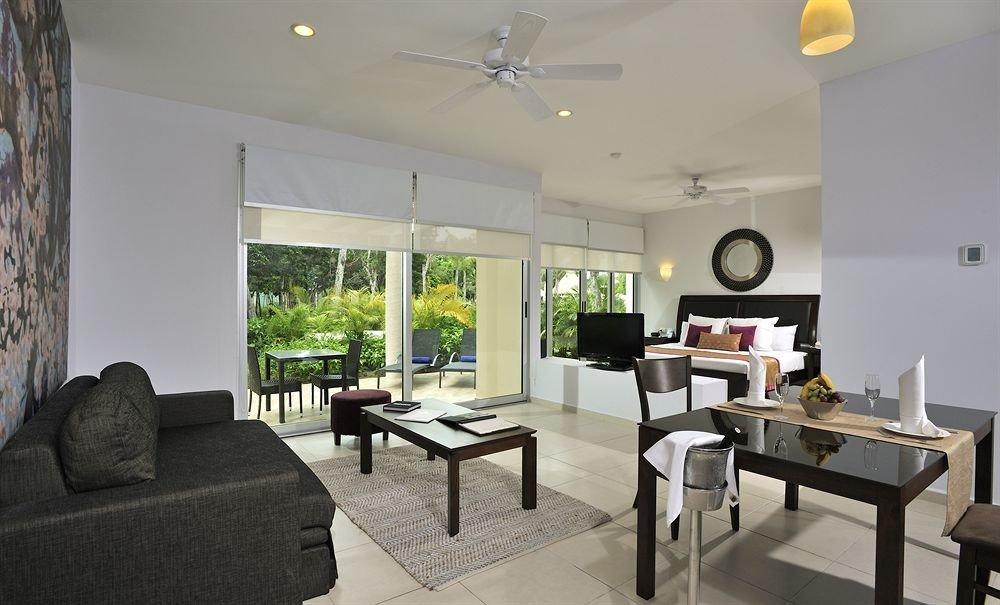 sofa property living room condominium home cottage Villa