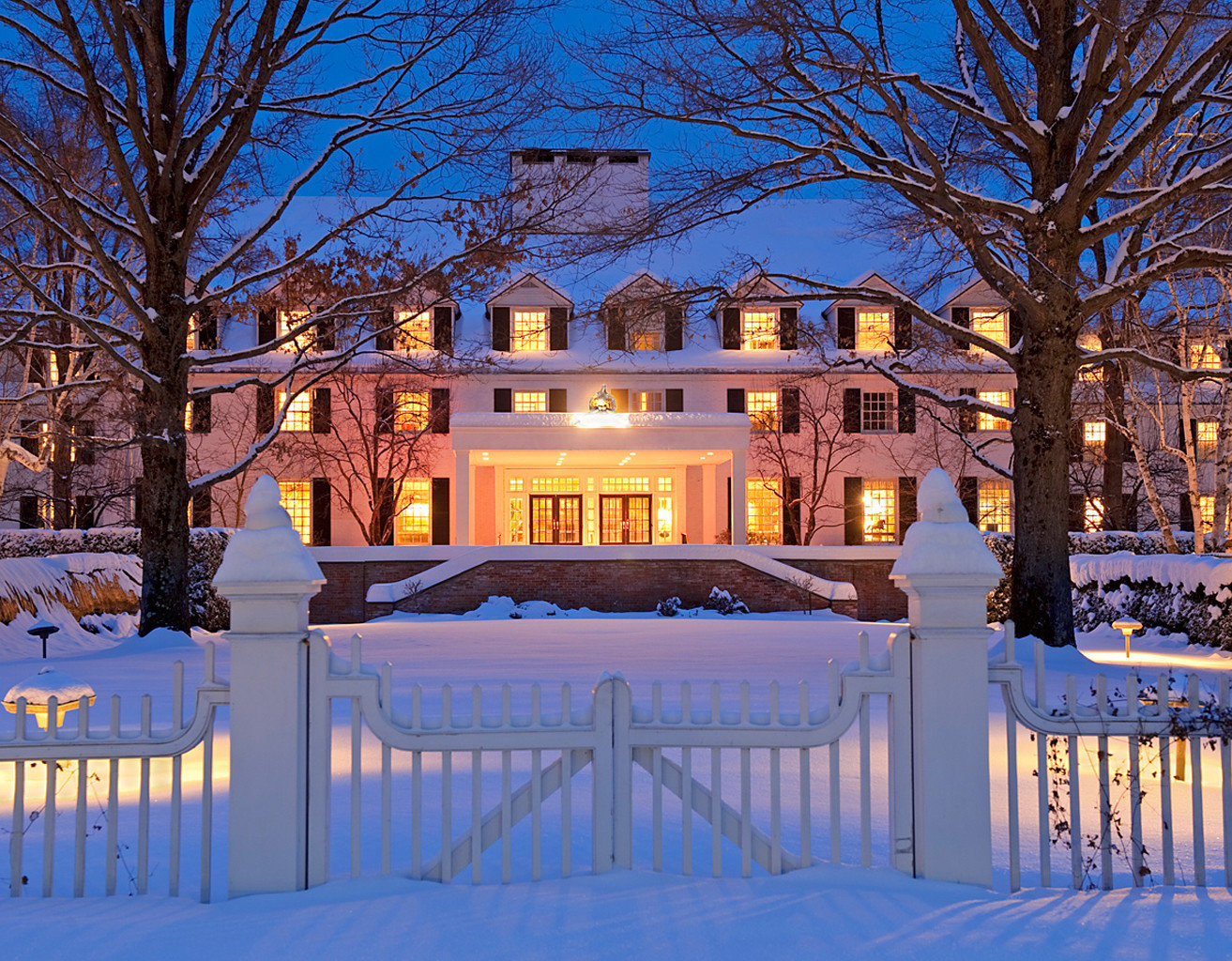 Weekend Getaways tree Fence outdoor Winter snow weather season night estate evening home plaza ice rink palace Resort