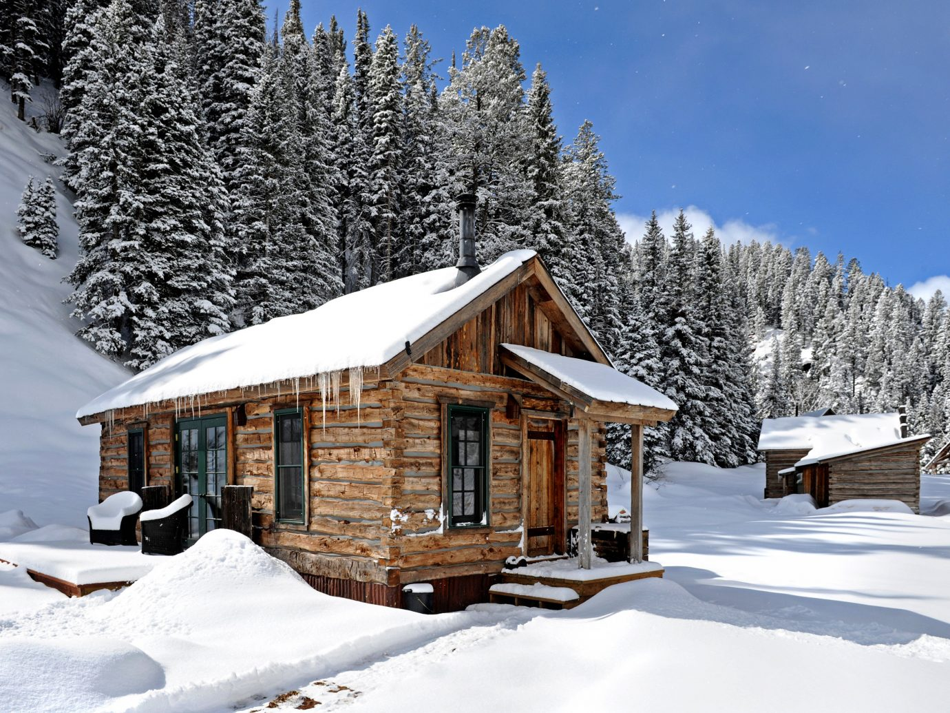 Adventure Glamping Grounds Hotels Rustic snow tree outdoor skiing Winter log cabin weather Nature hut house season sugar house home Resort cottage mountain range jumping slope surrounded