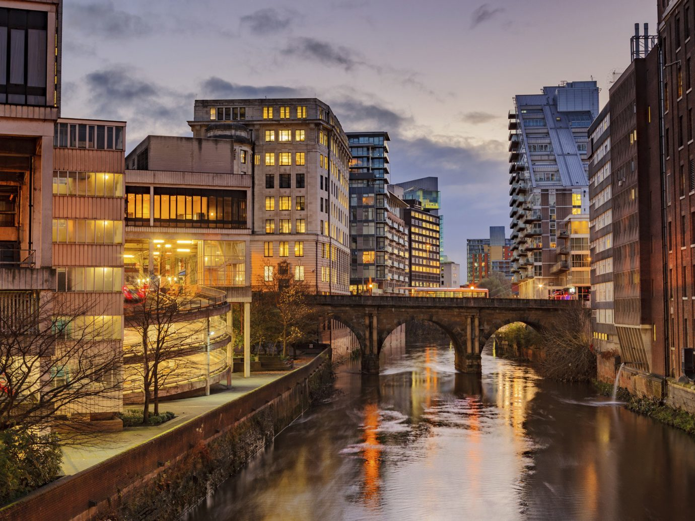 London outdoor geographical feature reflection City cityscape urban area Town neighbourhood human settlement waterway Canal evening River Downtown