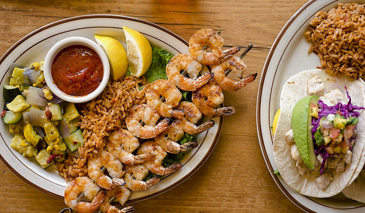food plate table dish shrimp Seafood cuisine appetizer animal source foods vegetarian food meal thai food asian food finger food recipe american food side dish meat