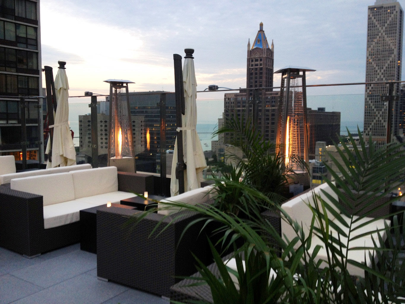 Balcony Boutique Hotels Chicago City Hotels Living Lounge Luxury Modern property condominium Architecture home real estate facade outdoor structure estate apartment
