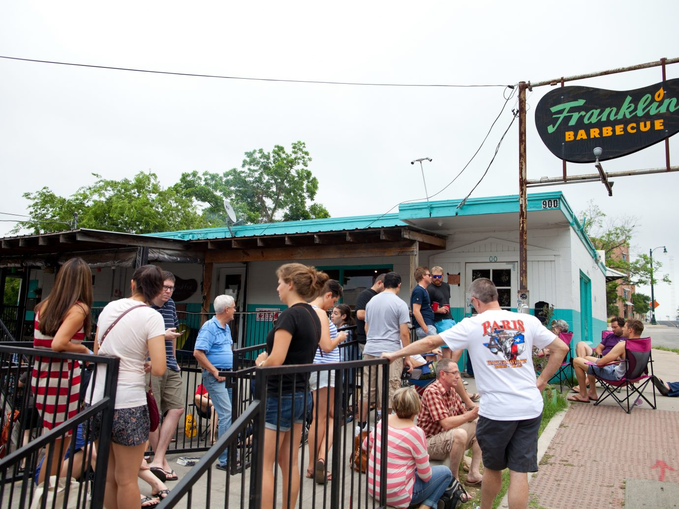 BBQ fans start lining up at 8 am in front of the entrance to Franklin BBQ, each and every day. Franklin BBQ was recently ranked as the #1 BBQ in all of Texas.