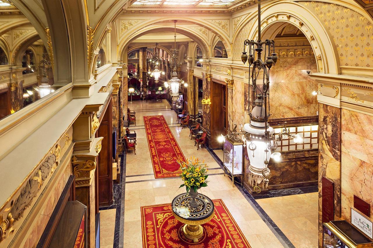 Lobby at Hotel Metropole