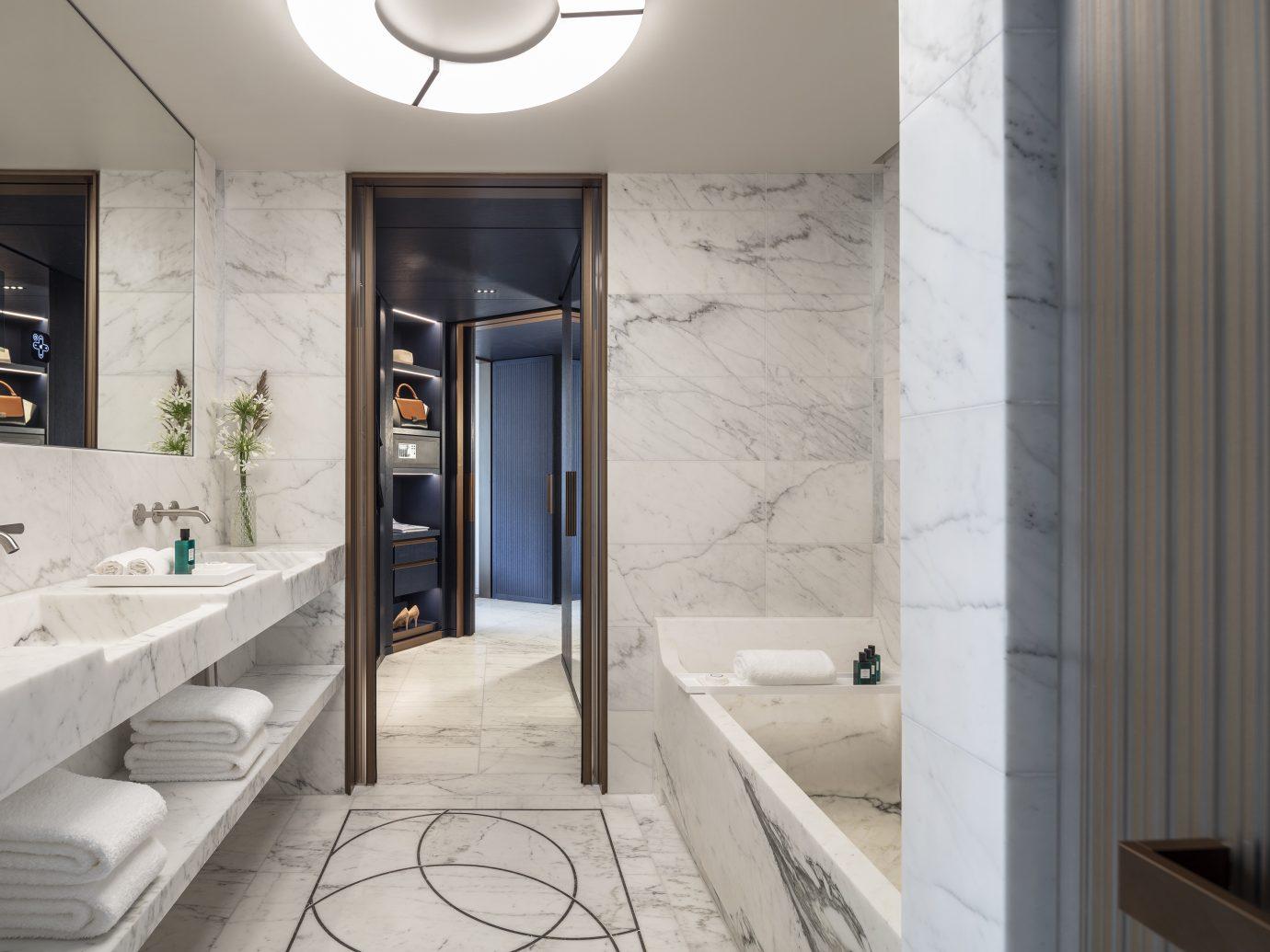 Suite Lutetia bathroom in Hotel Lutetia