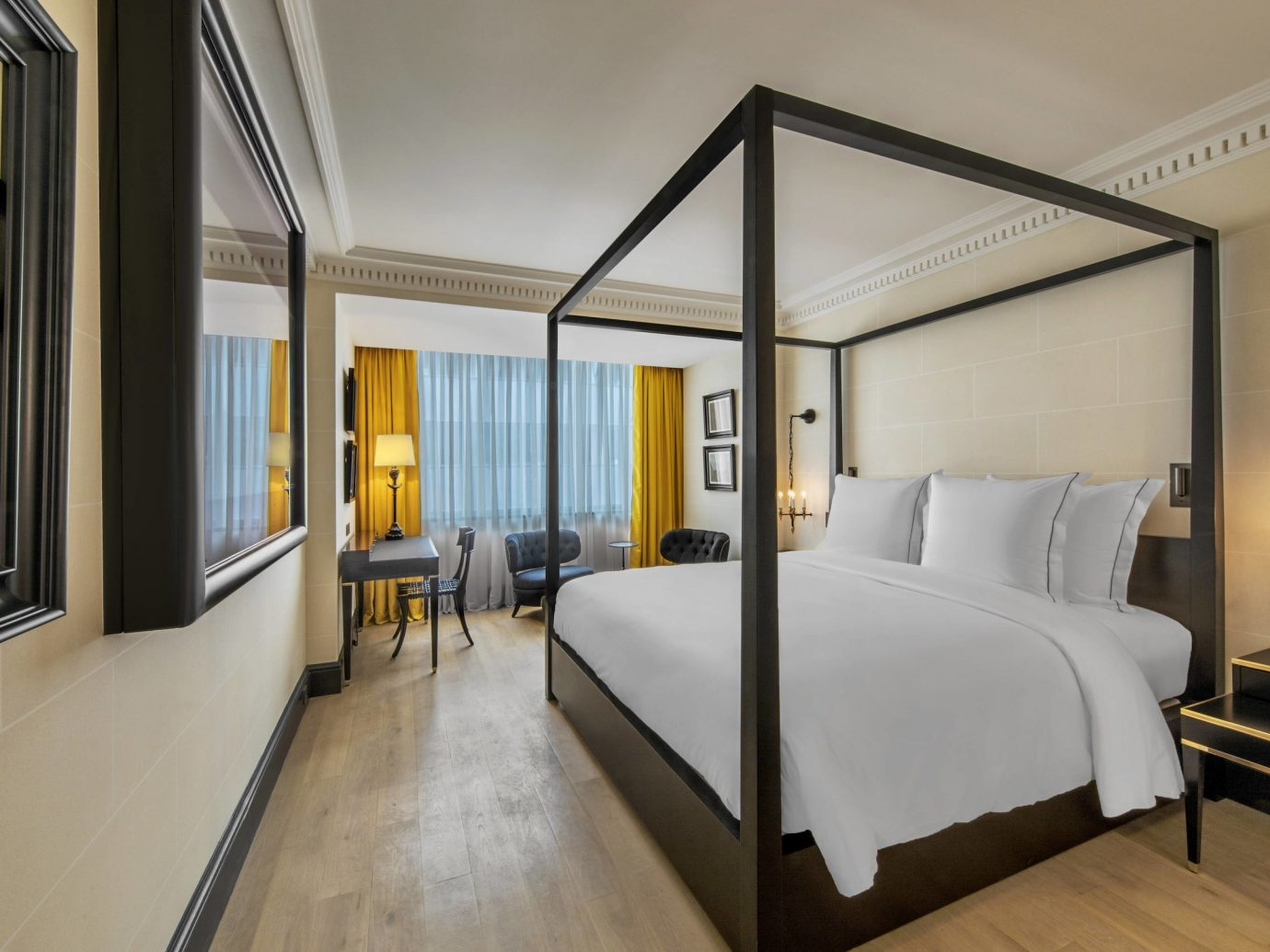 Deluxe room at Hotel de Berri