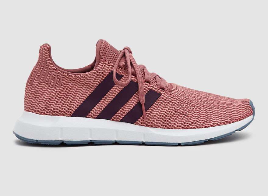 Adidas Swift Run Primeknit in Trace Maroon