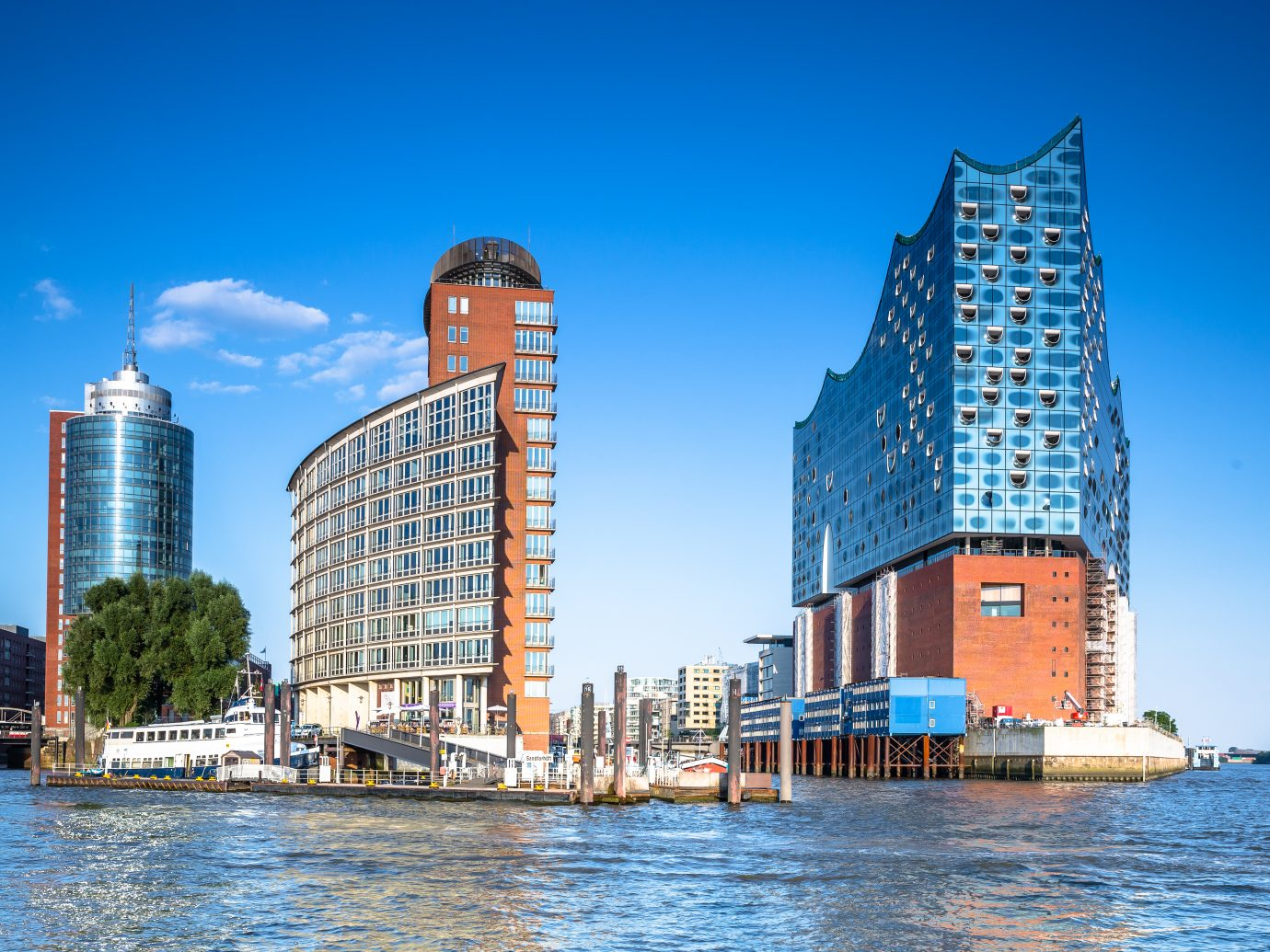 Front view of the new Elbphilharmonie